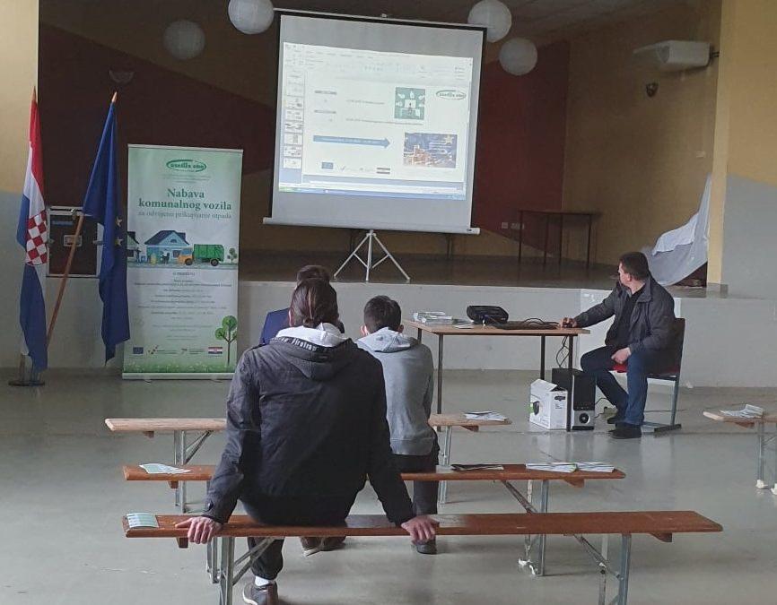 """Održana radionica projekta """"Nabava komunalnog vozila za odvojeno prikupljanje otpada"""" u općini Kamanje"""