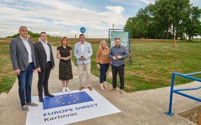 SVEČANO OTVORENJE EUROPE DIRECT KARLOVAC 2021.-2025. S VETONOM MAREVCI –  AQUATIKA I ŠETNICA ZASJALE U ZNAKU EU